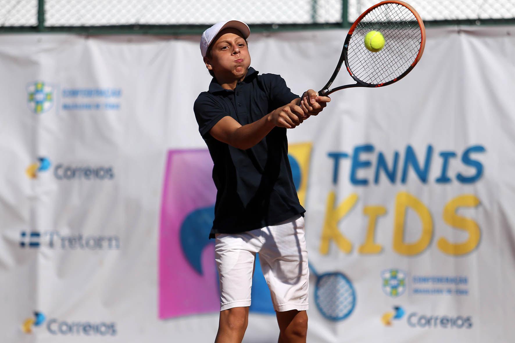 Pedro Boscardin é vice-campeão de simples e campeão de duplas em Curitiba (PR)