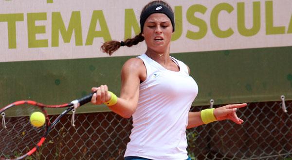 Carol Meligeni fica com o vice de duplas e para na semi em Portugal