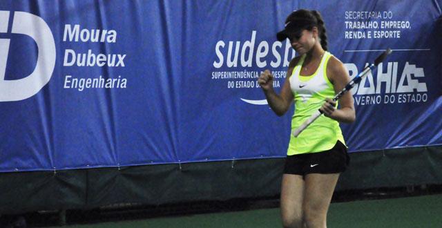 Baiana Maria Menezes vence na estreia do 33º Bahia Juniors Cup e, com 14 anos, marca seus primeiros pontos no ranking mundial
